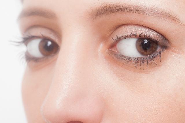 二重瞼の外国人女性